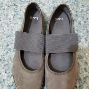 Camper right grey suede ballerinas